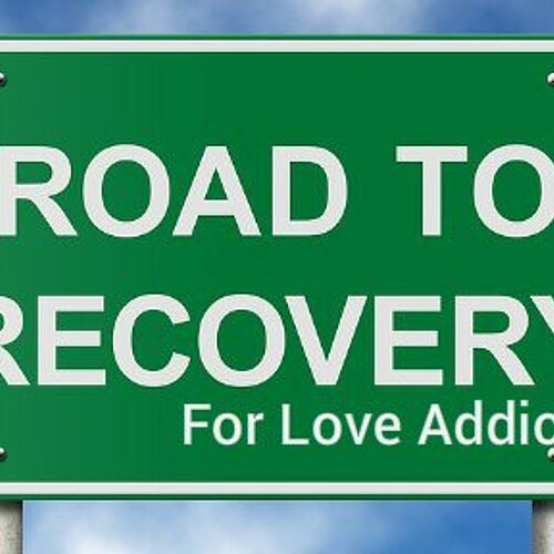 Groen bord met de tekst 'Road to recovery for love addicts'